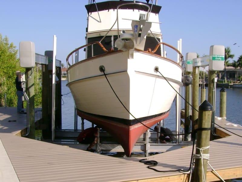 Current Boat Lift Styles - image alumavator-4 on http://iqboatlifts.com