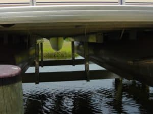 Vertical Lifts Gallery - image pontoon2-300x225 on http://iqboatlifts.com