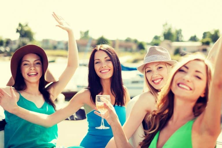 The Ultimate Guide to a Pontoon Boat Party 1
