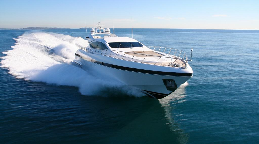 Yacht vs Boat: What's the Difference Between the Two? - image Yacht-vs-Boat-Whats-the-Difference-Between-the-Two on http://iqboatlifts.com