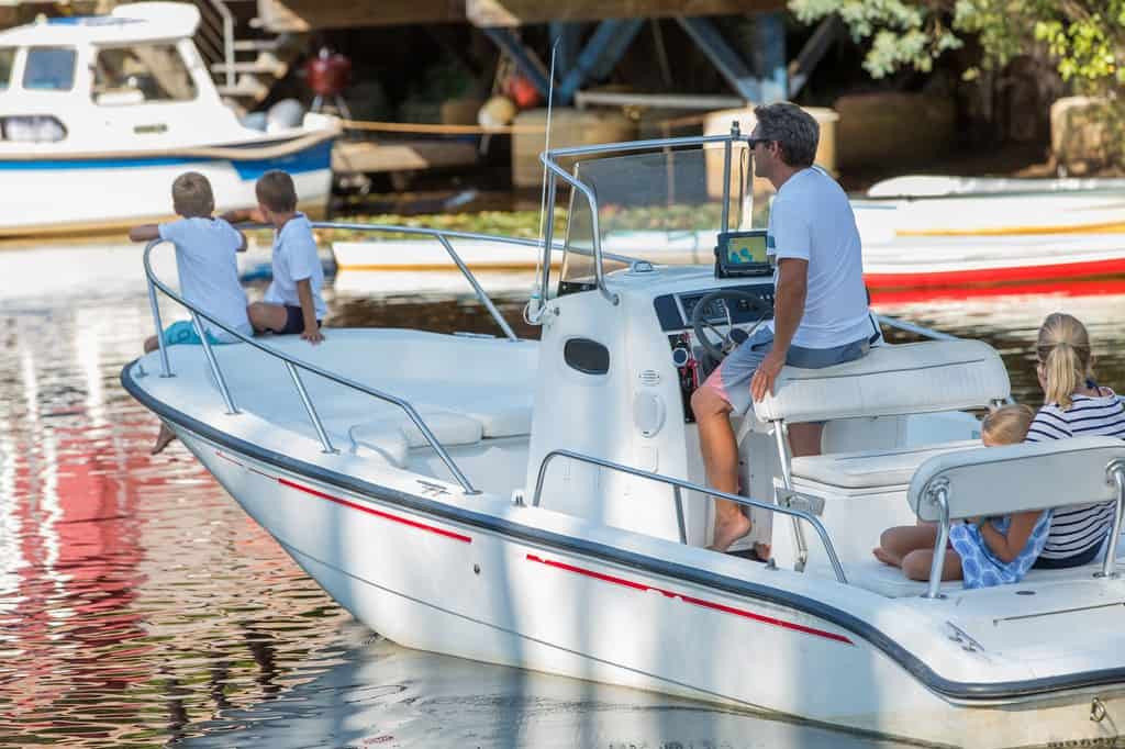 4 Things to Look for When Buying a Used Boat - image 4-Things-to-Look-for-When-Buying-a-Used-Boat on http://iqboatlifts.com
